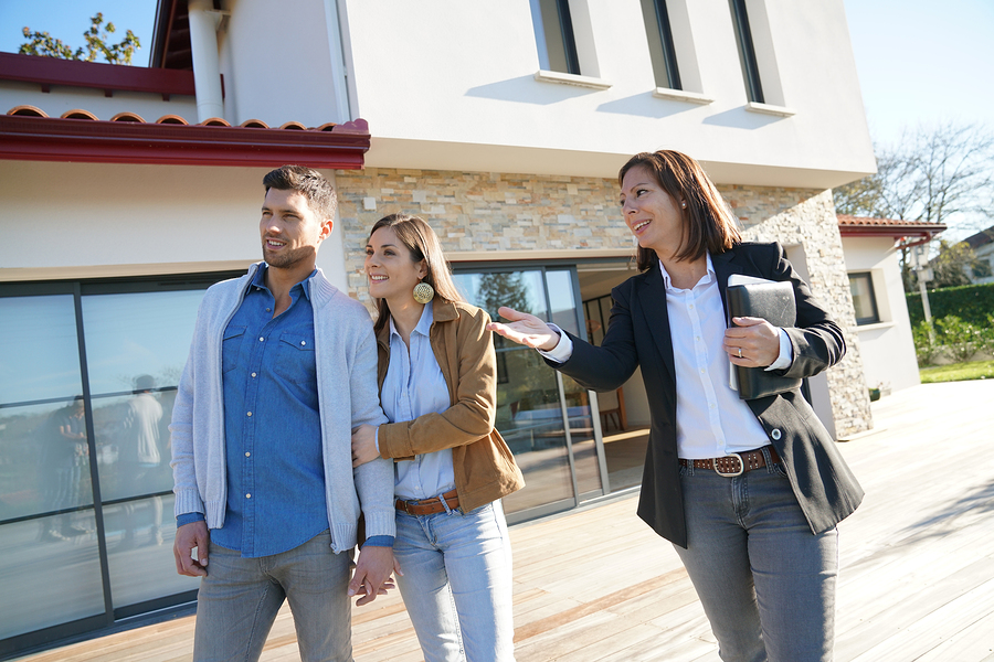 Property tour do's and don'ts for home buyers