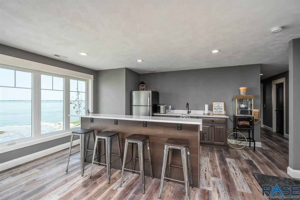ASRE Lake Poinsett Executive Home Bar Area