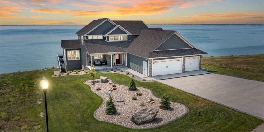 ASRE Lake Poinsett Executive Home Hero Image